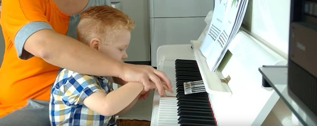 How to teach a child to play the piano